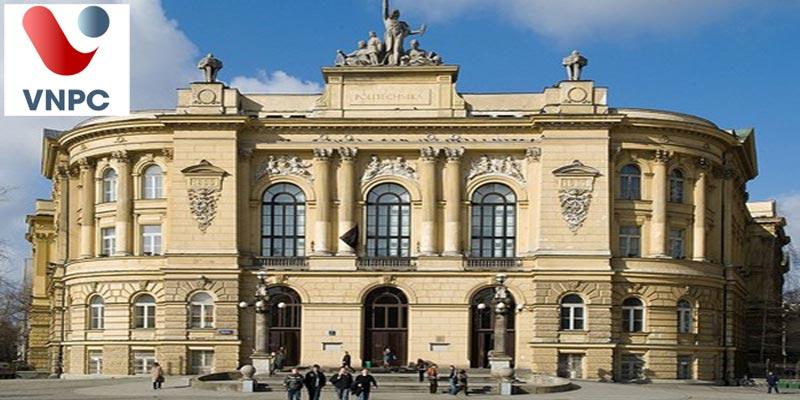 Học tại Warsaw với sinh viên yêu thích ngành công nghệ tại trường Công nghệ Warsaw