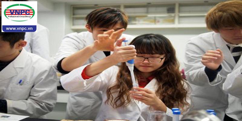 Học tập và làm việc ngay tại trường học với sinh viên bản ngữ tại Cao đẳng công nghệ sinh hóa Osaka (OBM)
